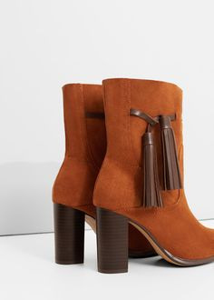 Leather tassels boots