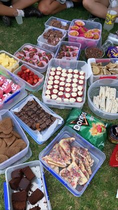 Picnic Date Food, Picnic Foods, Picnic Essentials, Picnic Birthday, Tasty, Yummy Food, Cute Desserts, Aesthetic Food, Food Cravings