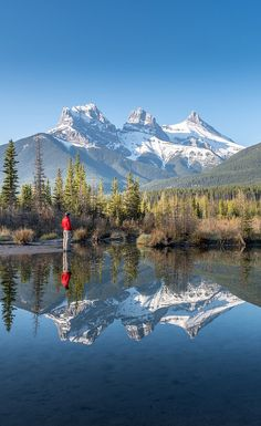 The Best Photography spots in the Canadian Rocky Mountains including the icefields Parkway. From Canmore's 3 sisters all the way to Jasper National park. The best photography guide for the Canadian Rocky mountains. If you love photography then this is your best photography guide to the Canadian Rocky mountains. Banff National Park photography. Jasper National Park photography. Hidden Canadian Rocky Mountain photography spots. WIth map and directions. Don't miss these Canadian photography… Photography Guide, Amazing Photography, Travel Photography, Park Photography, Mountain Photography, Canadian Travel, Canadian Rockies, Canada National Parks, Travel Advice