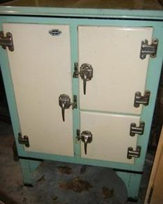 Urban Exploration Resource: Featuring Urban Exploration stories and a huge database of locations and pictures from a variety of abandoned buildings and other unique places. Vintage Fridge, Vintage Kitchen Cabinets, Vintage Refrigerator, Vintage Appliances, Old Kitchen, Frigidaire Refrigerator, 1920s Home Decor, Key Cabinet, Antique Stove