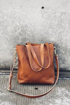 Essentials tote cognac 2019 hustle & hide // the essentials leather tote in cognac The post Essentials tote cognac 2019 appeared first on Bag Diy. Source by Bags leather Fall Handbags, Luxury Handbags, Tote Handbags, Purses And Handbags, Cheap Handbags, Cheap Bags, Popular Handbags, Cheap Purses, Leather Purses