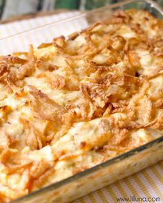 French Onion Chicken Casserole Just 10 minutes of prep time and you have a delicious creamy concoction of chicken, celery, and cheese topped with crispy fried onions! French Onion Chicken Casserole will become a new favorite dinner! Casserole Dishes, Casserole Recipes, Noodle Casserole, Ritz Chicken Casserole, Casserole Ideas, Quiche Recipes, Delicious Dinner Recipes, Yummy Food, French Onion Chicken