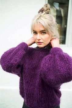 Womens chunky jumper violet House Beautiful beautiful color of house Knitwear Fashion, Knit Fashion, Cozy Sweaters, Sweaters For Women, Black And White Outfit, Gros Pull Mohair, Raglan Pullover, Look Boho Chic, Chunky Knitwear