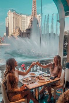 Best Restaurant With a View at Lago in Las Vegas – Tripping With My Bff Las Vegas Restaurants, Las Vegas Vacation, Las Vegas Travel, Las Vegas Shopping, Las Vegas City, New York Tourist, Las Vegas Girls, Bff, Travel Photos