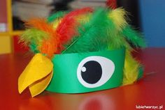 Hottest Absolutely Free parrot craft Ideas Trying to keep your own feathered pal healthy and balanced means often checking up on their own health. Bird Costume Kids, Parrot Costume, Headband Crafts, Hat Crafts, Animal Masks For Kids, Mask For Kids, Telescope Craft, Parrot Craft, Diy For Kids
