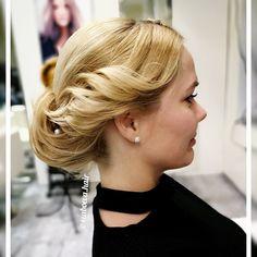 """23 kedvelés, 0 hozzászólás – Szabó Éva Fodrász (@szaboeva.hair) Instagram-hozzászólása: """"Inspiráció esküvői frizurához. 👰  #haj #fodrász #frizura #szaboevahair #mutiahajad #esküvő…"""" Pearl Earrings, Pearls, Jewelry, Instagram, Fashion, Moda, Pearl Studs, Jewlery, Jewerly"""