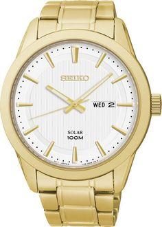 Seiko Herenhorloge Solar SNE366P1. Kaliber 158. Een in staal uitgevoerd goudkleurig horloge. Het horloge is voorzien van lichtgevende wijzers, zodat u ook in het donker kan zien hoe laat het is. De witte wijzerplaat functioneert tevens als zonnecel. Het horloge wordt dus door het zonlicht, of door ander licht, opgeladen. Als het horloge geheel opgeladen is heeft het een energiereserve van 10 maanden. Dus de batterij hoeft nooit verwisseld te worden. Het horloge is voorzien van Hardlexglas…