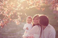 Sesión de fotos de embarazo en exterior en barcelona sesión de fotos familiar y… Baptism Photography, Autumn Photography, Children Photography, Family Photography, Photography Poses, Newborn Photos, Pregnancy Photos, Baby Photos, Foto Shoot