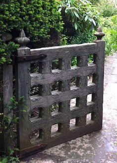 oak gate in Arts & Crafts style