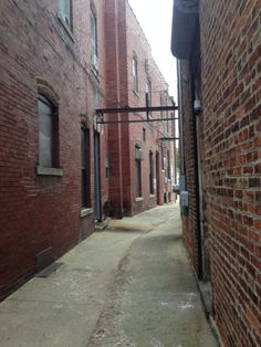 Alley in peotone