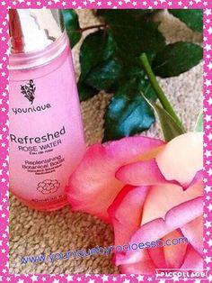 Para que sirve el agua de rosas?  Te paso algunos beneficios!   Da sensación de frescura y relaja nuestra piel con un aroma delicioso propio de las rosas!   Tónico facial: reduce la inflamación, hidrata y suaviza la piel. Es ideal para pieles con acné o rosácea, ya que disminuye la rojez inmediatamente.  Remueve el maquillaje: es efectivo incluso con el maquillaje a prueba de agua.  Quita ojeras: simplemente humedece dos algodones con agua de rosas y ponlos en tus ojos durante cinco minutos.
