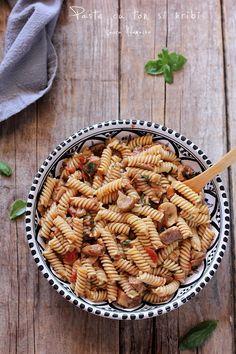 Paste cu ton si hribi Paste, Pasta Salad, Ethnic Recipes, Food, Crab Pasta Salad, Essen, Meals, Yemek, Eten