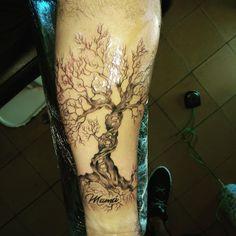 Tatuaje de árbol de la vida en negro y gris