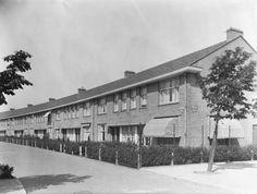 1939 - 1940. A view of the Heggerankweg in Amsterdam-Noord. Photo Hans v. d. Berg. #amsterdam #1940 #Heggerankweg