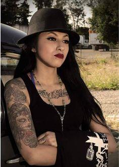mexican female gangster cholas at DuckDuckGo Chicano Love, Chicano Art, Chola Girl, Beautiful Latina, Beautiful Females, Cholo Art, Cholo Style, Pin Up, Kiss Beauty