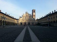 Piazza Ducale a Vigevano - angolini italiani