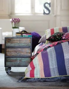 colours / violet / turquoise / cabinet / drawer / shabby / rustic / scandinavian / pillows / quilit / bedroom