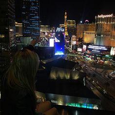 Agora é oficial nossa última noite em Las Vegas, em um dos nossos lugares prediletos para comer e curtir o @mo_vegas ✌️✨
