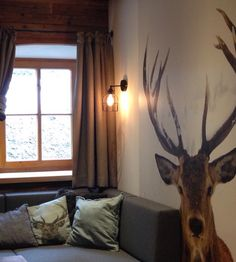 Wie is er al in wintersportstemming?! Het Lichtlab goes international, want de Oostenrijkse Mandlwand Lodge is gerestyled met onze lampen. Dit prachtige chalet biedt nu de perfecte sfeer (en het juiste licht ;) ). Meer over de lodge hier http://www.mwlodge.com/nl/. En alles over de lampen natuurlijk op onze site! #vakantie #wintersport #tip #verlichting #styling #lampen #hetlichtlab #dutchdesign #interieur #wonen