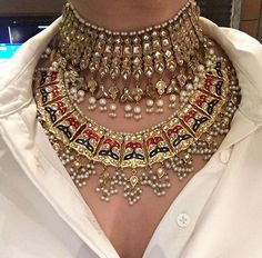Fulfill a Wedding Tradition with Estate Bridal Jewelry Indian Jewelry Sets, Indian Wedding Jewelry, Bridal Jewelry Sets, Bridal Jewellery, Gold Jewellery, Indian Bridal, Jewelry Dish, India Jewelry, Jewelry Armoire