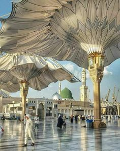 A fascinating view of Masjid al-Nabawi's majestic architecture! Mecca Madinah, Mecca Masjid, Masjid Al Haram, Muslim Images, Islamic Images, Islamic Pictures, Mosque Architecture, Futuristic Architecture, Alhamdulillah