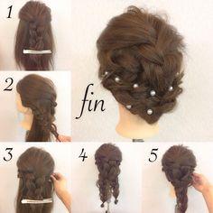 . 簡単三つ編みでhairarrange♪ . 三つ編みだけで作るまとめ髪?? 三つ編みしかできないそんなあなた! それができれば最高です! 1.ざっくり上を取り毛先を少し残して三つ編みに . 2.残った横を三つ編みに . 3.1で作った三つ編みの下に通して反対にピンで留めとく(反対も同様に) . 4.余った下を二つに分け1で作った毛先を巻き込んで三つ編みを2つ作る . 5.三つ編みを反対の耳後ろにピンで留める . fin.あとは全体を軽くほぐしてパールなどを散らせば華やかさアップ☆ やってみてください♪