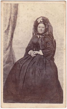 Widow Mary Lincoln- after Willie's death. Even in mourning, she was still wearing such a stylin' bonnet... :*(
