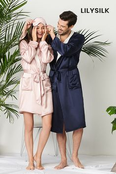 Our couple matching reversible silk robe is designed for extra softness and ultimate absorbency.#silk #silkpajamas #couplescostume