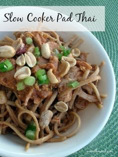 This simple and delicious Pad Thai is made in the slow cooker and tastes fantastic. Who doesn& love an easy slow cooker meal that the whole family can agree on? Best Slow Cooker, Crock Pot Slow Cooker, Crock Pot Cooking, Slow Cooker Recipes, Crockpot Recipes, Chicken Recipes, Cooking Recipes, Pasta, Crockpot Dishes