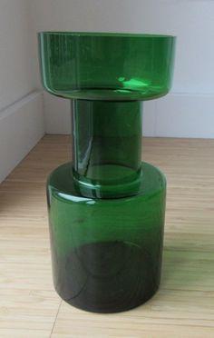 Kaj Franck for Nuutajärvi Notsjö - Rare green vase model 1473 Green Vase, Retro Art, Interior Accessories, Midcentury Modern, Wood Art, Glass Art, Auction, Pottery, Model