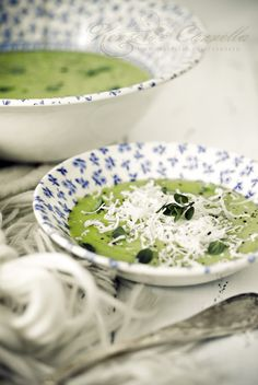Creamy pea and leek soup