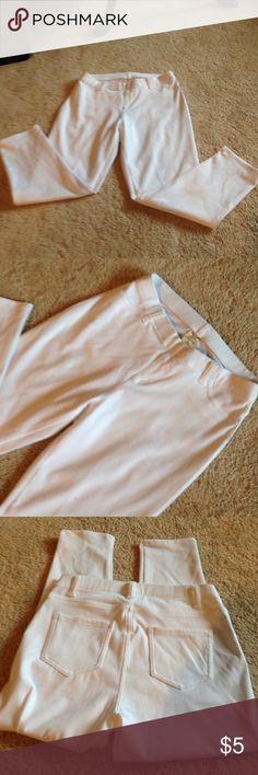 Bright white leggings. Never worn Stretchy pull on white leggings. Only pockets in back. Belt loops. Size medium (8-10) Faded Glory Pants Leggings