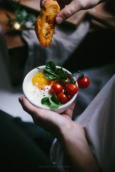 Breakfast in a comfy bed with baked eggs / Marta Greber