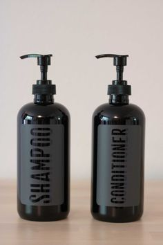 Black Plastic Shampoo and Conditioner Dispenser Set Shampoo Dispenser, Bathroom Soap Dispenser, Soap Dispensers, Shampoo Bottles, Diy Shampoo, Shampoo And Conditioner, Gray Label, Black Decor, Bottle Design