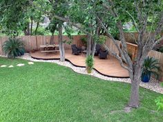 Simple and Beautiful Front Yard Landscaping Ideas (52)