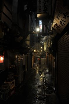 Dunkle Gasse in Tokio