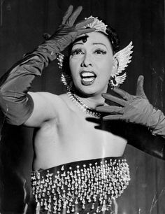 Josephine Baker June 1906 – 12 April was an American-born French entertainer, activist, and French Resistance agent. Freda Josephine McDonald was born in St. Josephine Baker, Vintage Black Glamour, Vintage Beauty, Hollywood Glamour, Old Hollywood, Vintage Burlesque, Foto Poster, Female Actresses, Flappers