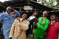 コンゴのおしゃれな紳士達「SAPEUR (サプール)」の写真展、西武渋谷店で開催 | ニュース - ファッションプレス
