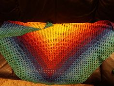 Half Granny Tuch aus der Farbexplosion von lady dees traumgarne Blanket, Crochet, First Aid, Colors, Crochet Crop Top, Chrochet, Rug, Blankets, Cover