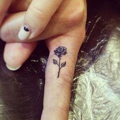 Татуировка на пальце - роза. Работа выполнена профессиональным тату оборудованием от Eikon и InkMachines, расходными материалами от SystemOne, Doctor PRO, Intenze, Kwadron и Excalibur. Студия художественной татуировки и пирсинга Evolution. Тату мастер Вадим. www.evotattoo.ru. Тел./WhatsApp: 8(925)5143553. #tattoo #finger_tattoo #rose #rose_tattoo #тату #татуировка #татуировки #тату_на_пальце #тату_роза #мини_тату #тату_студия @evolution_tattoo_studio