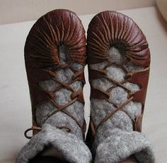 viking shoes: a tutorial, sort of ... DD needs shoes.. these might work for prehistory to, with some adjustment