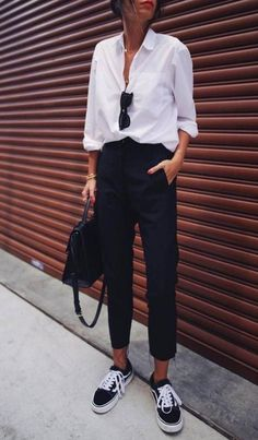 10 Ways To Nail The Smart Casual Dress Code - UK - - Dressing for success is key in any job or internship. If you're struggling with the smart casual dress code, these are 10 easy ways to nail your work attire. Casual Outfits For Work, Dress Code Casual, Oufits Casual, Work Attire, Work Casual, Casual Looks, Casual Bags, Smart Casual Office Wear, Smart Casual Outfit Summer