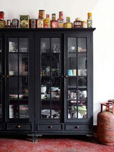 Goa design Goa, Display Shelves, Display Cabinets, Book Shelves, Vintage Bookshelf, Black Dressers, Indian Interiors, Oriental Decor, Bookshelf Design