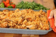 Baked chicken and rice recipe - Only 10 minutes of prep time and the oven does the rest.This makes a great family lunch or dinner. Easy and delicious. Chicken Spices, Rotisserie Chicken, How To Cook Chicken, Baked Chicken, Rice Recipes, Chicken Recipes, Cooking Recipes, Healthy Recipes, Tray Bakes