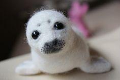 Handmade Needle Felted Baby Seal cute gift von AliceFelts auf Etsy, $50.00