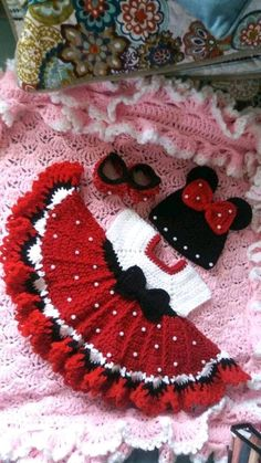 Crochet minnie mouse baby set with pearls. Crochet minnie mouse baby set with pearls. Crochet Baby Toys, Baby Girl Crochet, Crochet Baby Clothes, Crochet For Kids, Baby Knitting, Crochet Hair, Newborn Crochet, Baby Set, Baby Baby