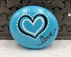 50 Simple Painted Rock Ideas For Garden - home decor Pebble Painting, Love Painting, Painting For Kids, Pebble Art, Rock Painting Patterns, Rock Painting Ideas Easy, Rock Painting Designs, Painted Rocks Craft, Hand Painted Rocks