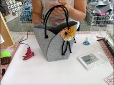 Saving this for the pattern not technique Paper Purse, Felt Purse, Handmade Handbags, Handmade Bags, Sacs Tote Bags, Diy Handbag, Handbag Tutorial, Craft Bags, Bag Patterns To Sew