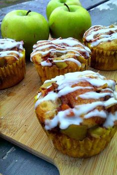 Country Apple Fritter Muffins - Fluffy, buttery, white cake muffins loaded with chunks of apples and layers of brown sugar and cinnamon swirled inside and on top. Apple Fritter Recipes, Apple Fritter Bread, Apple Recipes, Muffin Recipes, Gourmet Recipes, Breakfast Recipes, Breakfast Muffins, Baked Apple Fritters, Donut Muffins