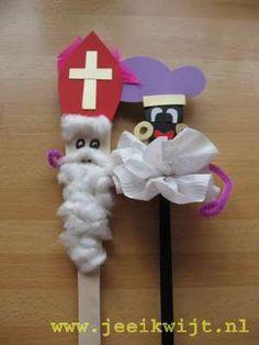 Sinterklaasknutsel zwarte piet van een pollepel Wooden Spoons, Art School, Saints, December, Diy Crafts, Activities, Christmas Ornaments, Holiday Decor, Kids